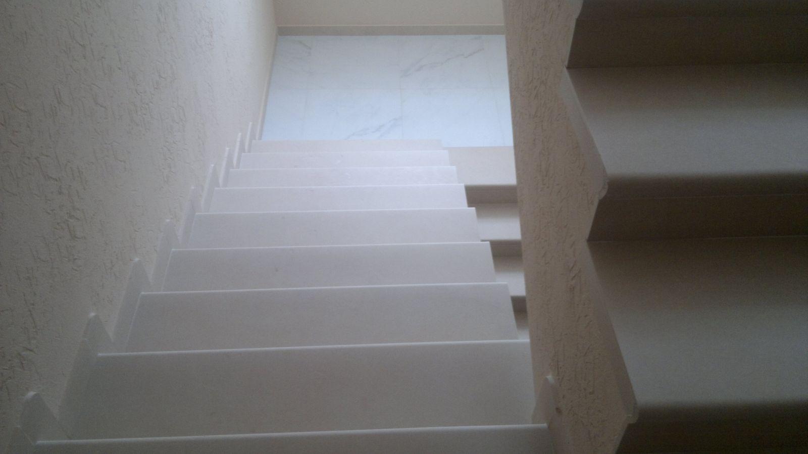 ступени кремового цвета, ступени бежевого цвета, ступени для лестниц, отделка ступеней лестниц, фото ступени, купить ступени