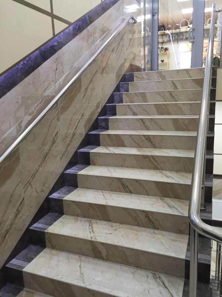 Облицовка лестницы под мрамор