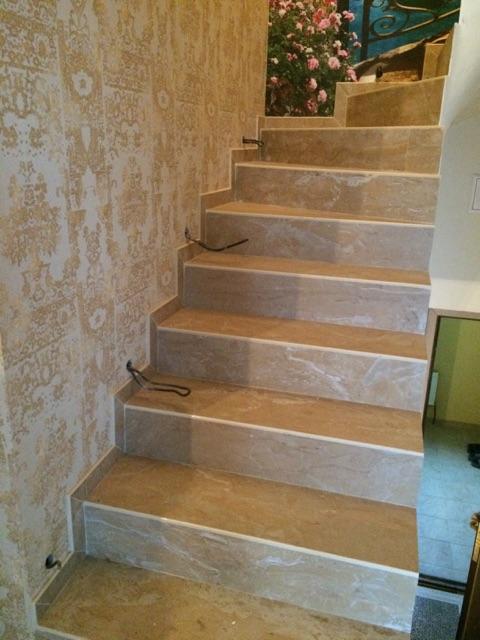 Купить прямые керамогранитные ступени с насечками для лестниц внутри дома