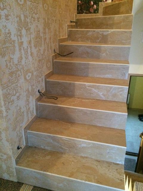 Прямые ступени из керамогранита для отделки лестницы