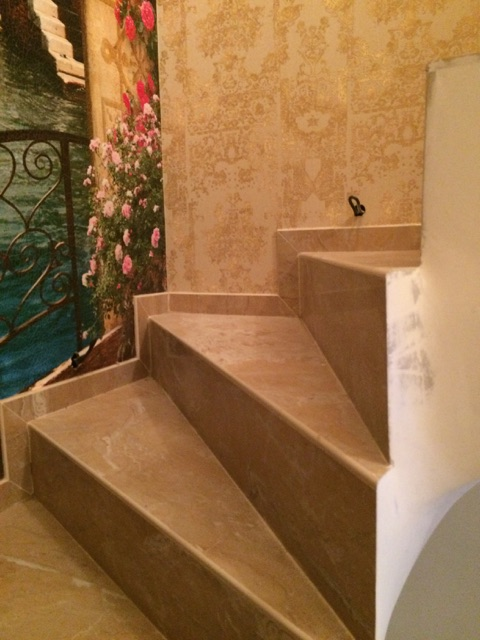 Угловые ступени из керамогранита для лестниц на заказ
