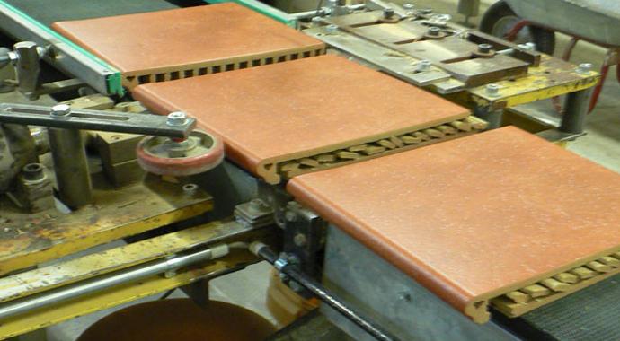 Изготовление  керамогранитных ступеней с капиносом