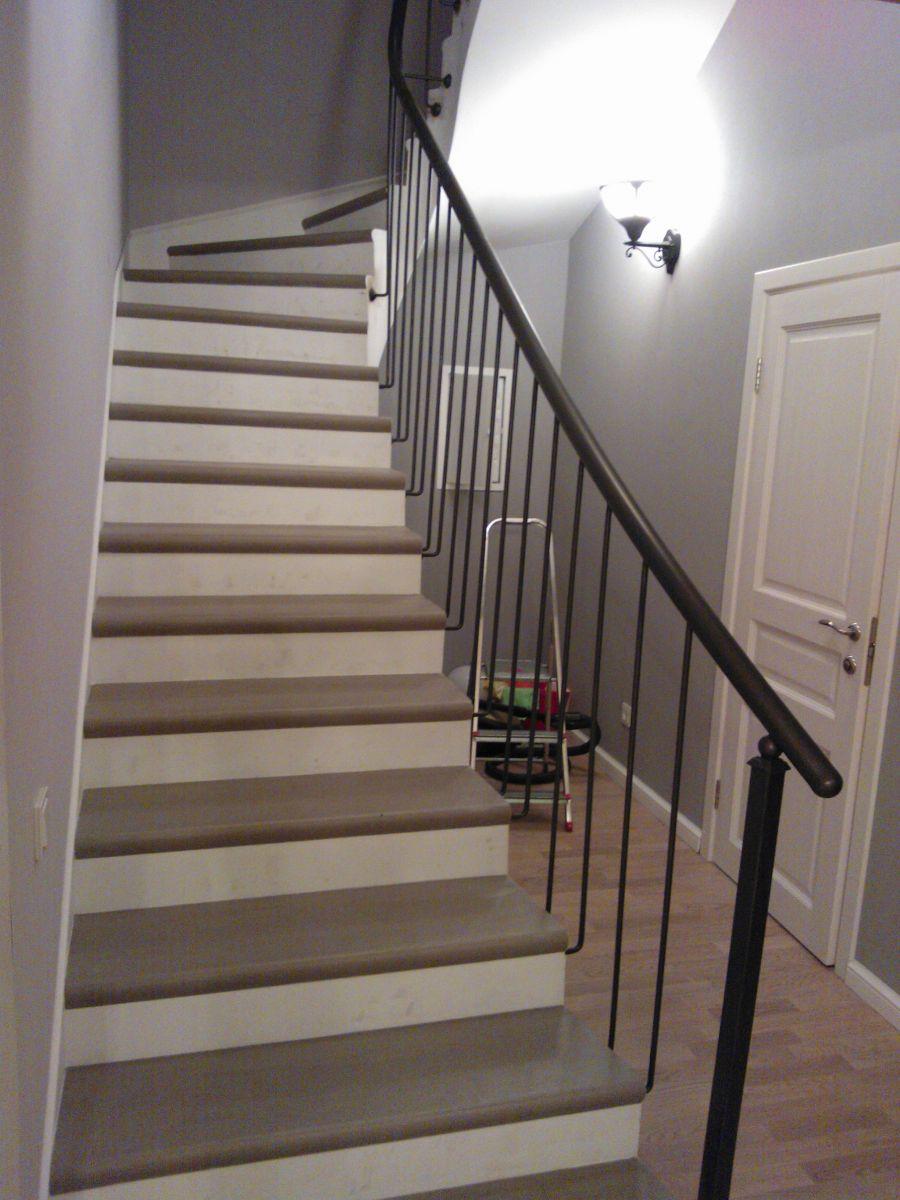 Купить ступени под дерево из керамогранита для лестниц